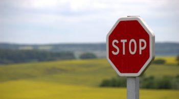 stop-634941_1100