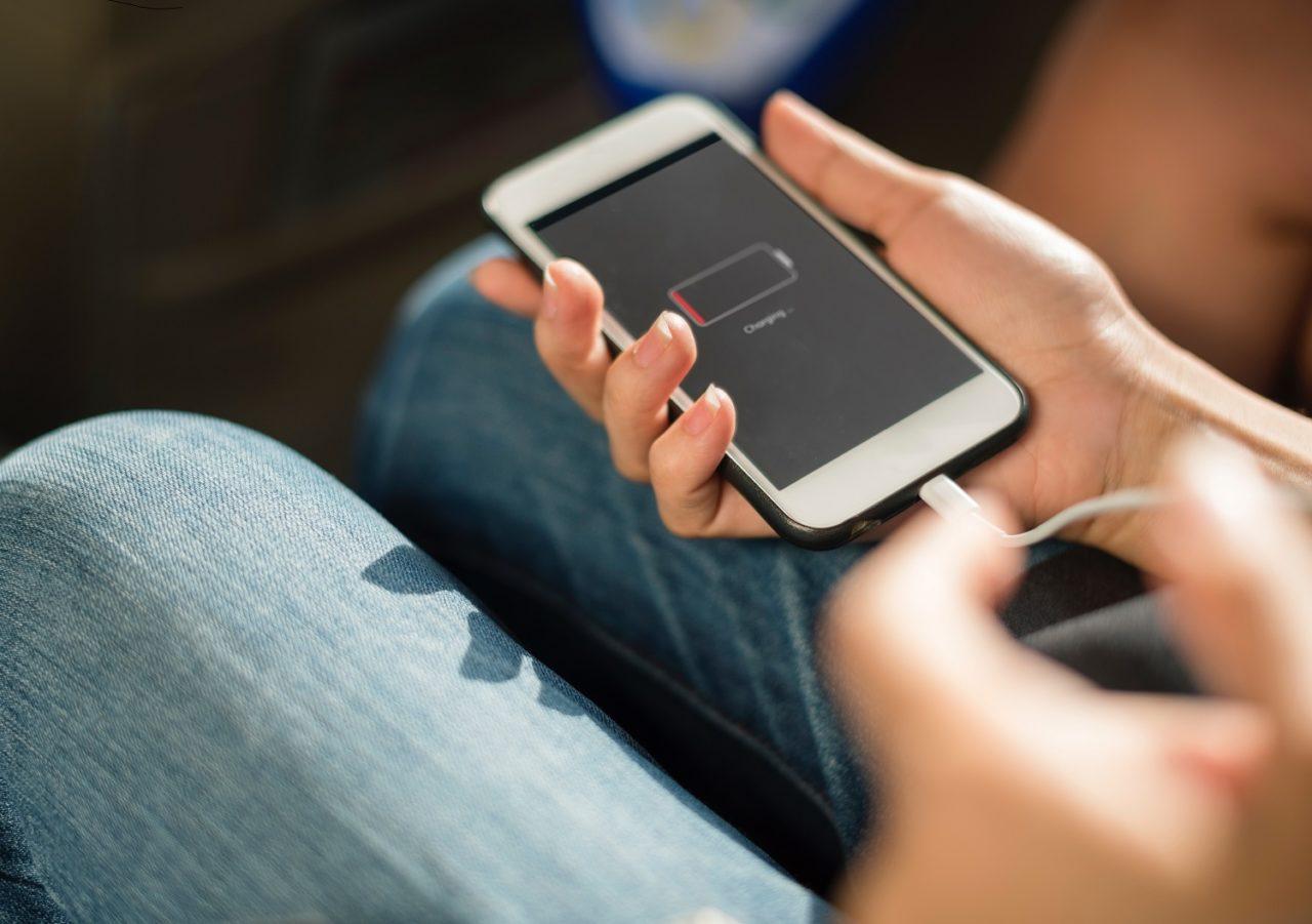 Jak szybko naładować telefon? Przyspiesz ładowanie o 50%