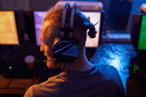 nauszne słuchawki dla graczy