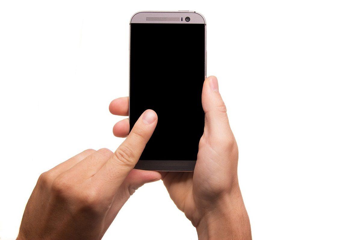 Czy warto naprawiać stary telefon czy lepiej zakupić nowy? Co się bardziej opłaca?