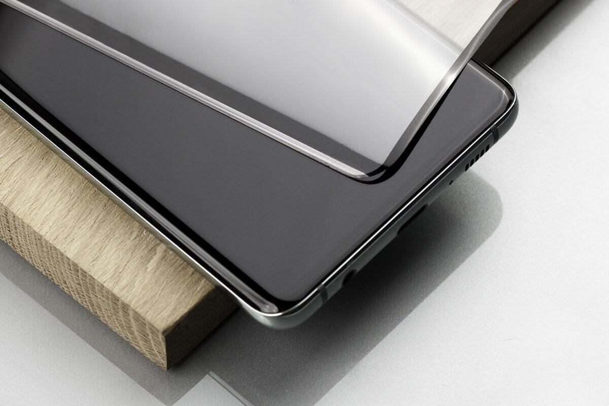 Smartfon z zakrzywionym ekranem. Jakie wybrać szkło hartowane do Galaxy S20 Plus? Poradnik