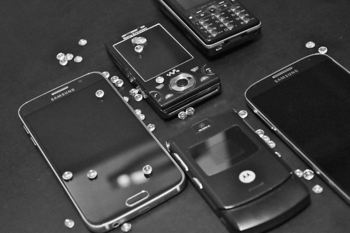 Kiedy telefon z klapką będzie lepszym wyborem niż smartfon?