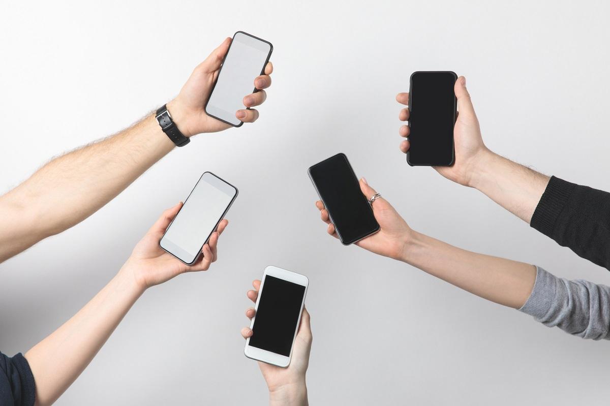 https://www.fandroid.com.pl/wp-content/uploads/uzywany-smartfon.jpg